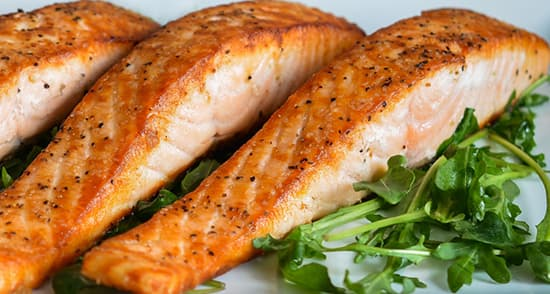 طرز تهیه فیله ماهی کبابی ذغالی خوشمزه و مجلسی با سس مخصوص
