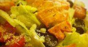 طرز تهیه سالاد سزار اصل رستورانی به صورت خوشمزه و مجلسی