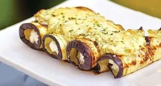 طرز تهیه رولت بادمجان مجلسی و خوشمزه با پنیر پیتزا و گوشت