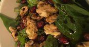 طرز تهیه سالاد اسفناج مجلسی و خوشمزه با دانه های انار و گردو