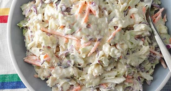 طرز تهیه سالاد کلم سفید مجلسی رستورانی با کشمش و هویج