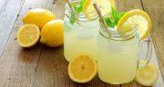 طرز تهیه شربت لیموناد خوشمزه خانگی با طعم زعفرانی و نعنایی