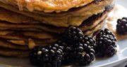 طرز تهیه پن کیک پروتئینی با کره بادام زمینی