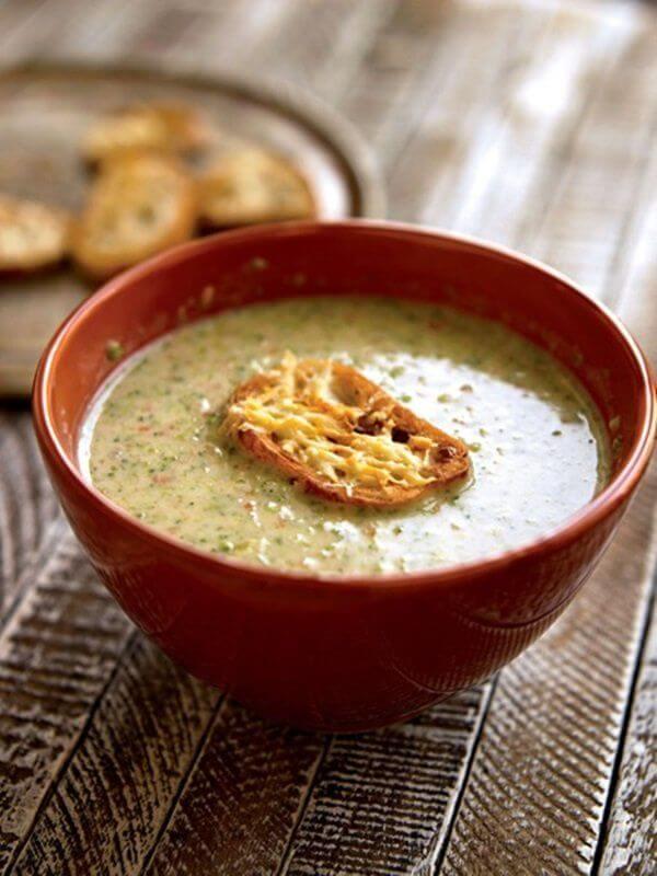 سوپ بروکلی با پنیر چدار