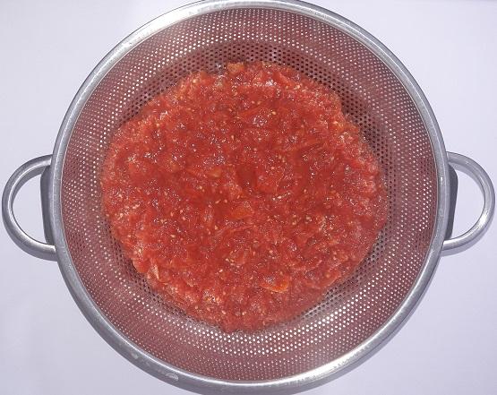 گوجه پخته در آبکش