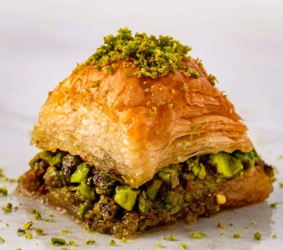 طرز تهیه باقلوا استانبولی رولی پسته ای خوشمزه با خمیر یوفکا