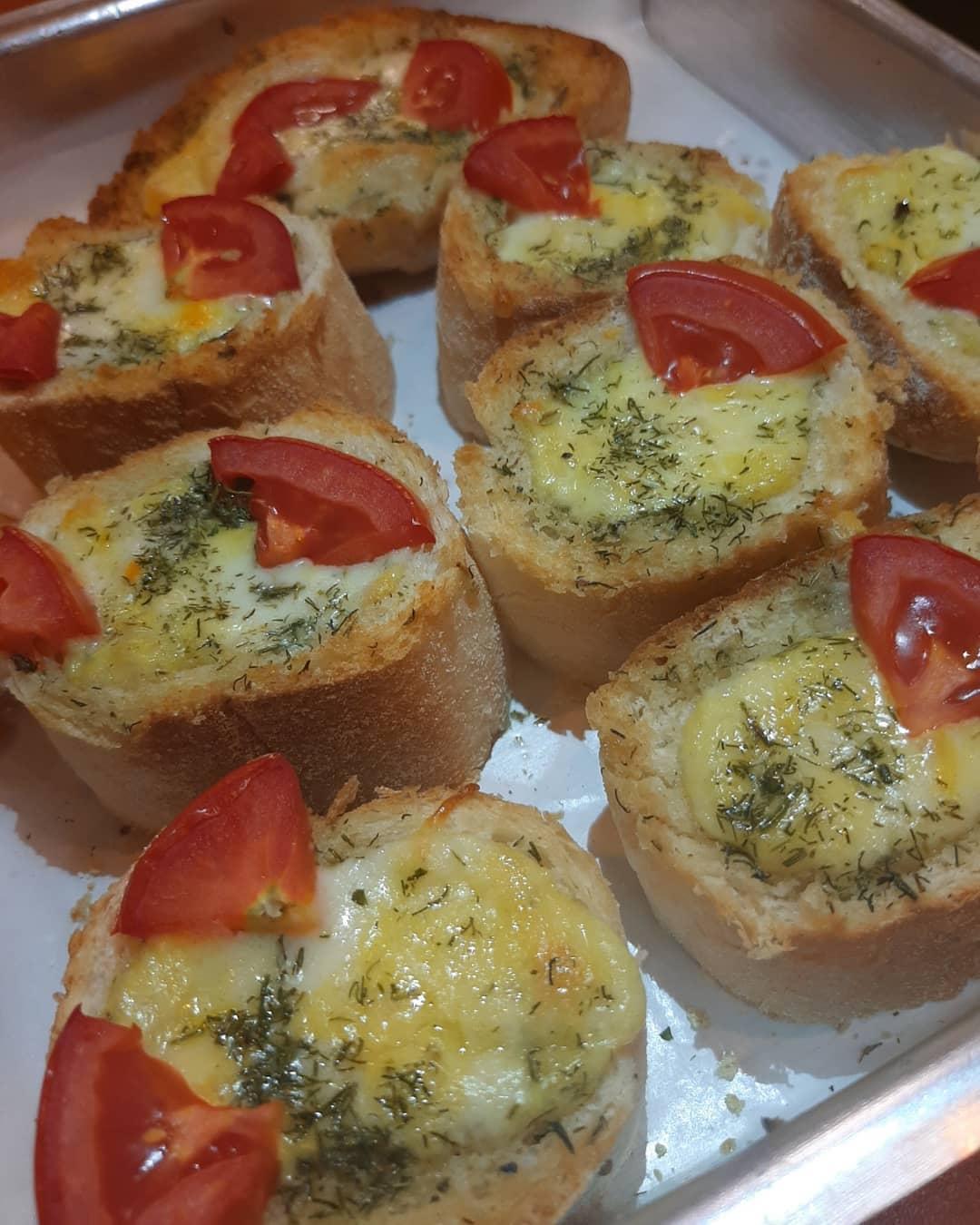 طرز تهیه نان سیر فست فودی ساده با نان تست و طعمی فوق العاده
