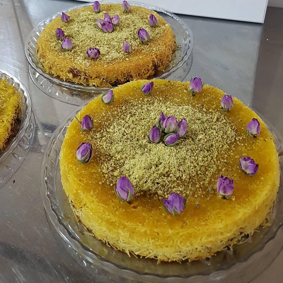 طرز تهیه شیرینی کنافه خوشمزه و لذیذ با رشته کادایف به سبک لبنانی