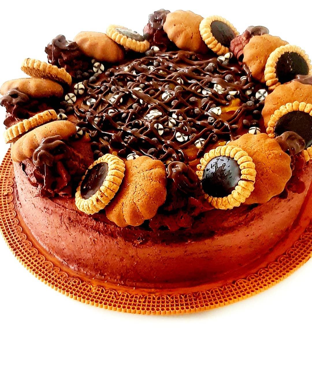 طرز تهیه کیک ساده شکلاتی خوشمزه و آسان در مایکروویو