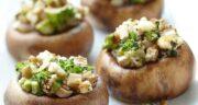 طرز تهیه قارچ شکم پر خوشمزه و مجلسی با ژامبون و پنیر پیتزا در فر