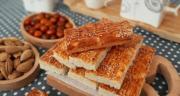 طرز تهیه نان قندی نرم خانگی سنتی و خوشمزه با شیر به روش بازاری