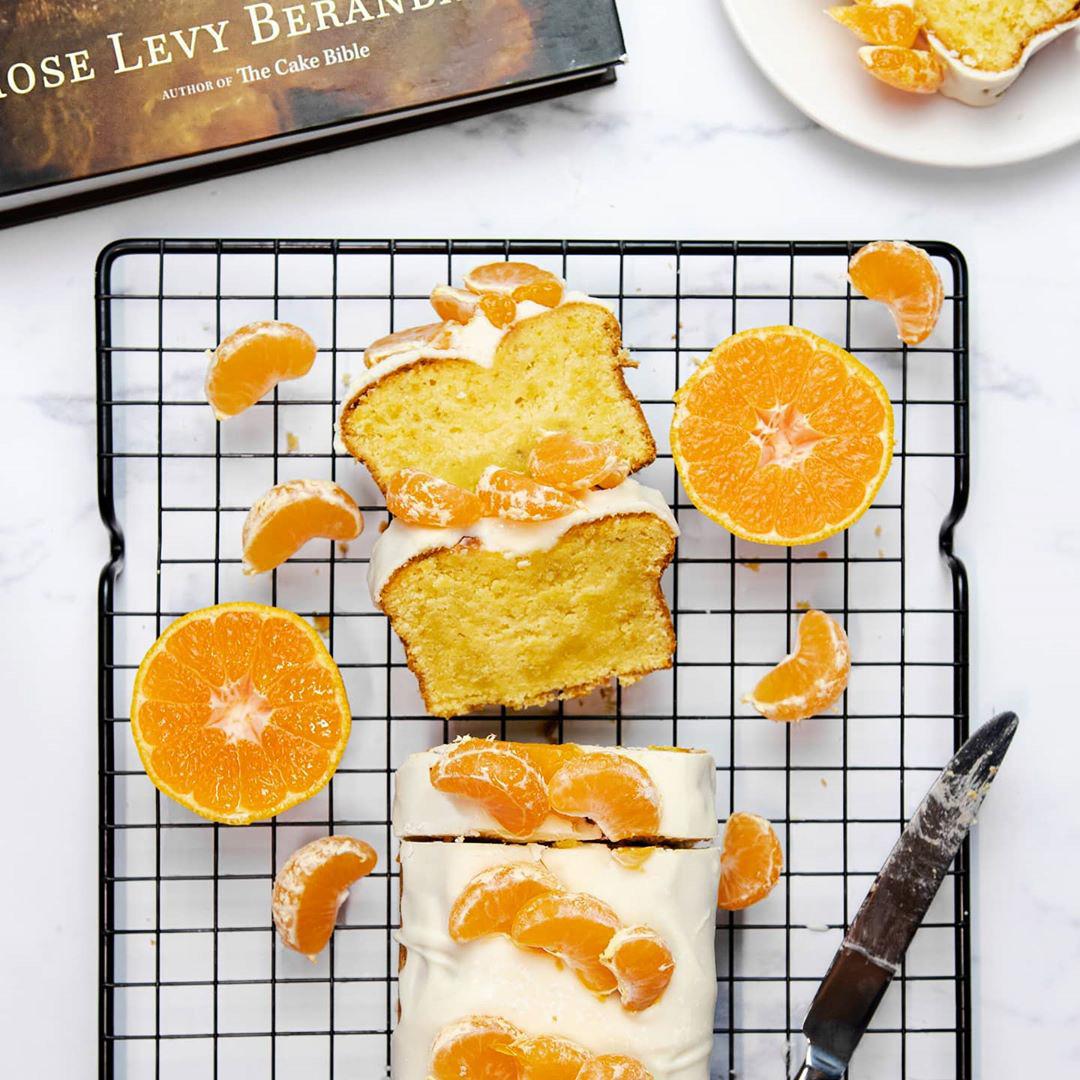 طرز تهیه کیک نارنگی خوشمزه و متفاوت همراه با سس مخصوص نارنگی