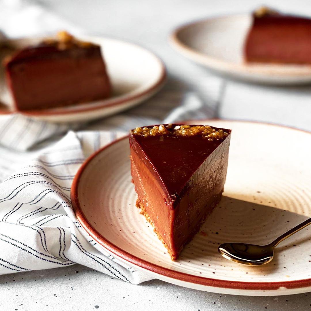 طرز تهیه چیز کیک نوتلا خوشمزه و مجلسی بدون فر با پایه بیسکویت