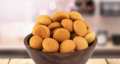 طرز تهیه حاجی بادام یزدی خوشمزه با آرد نخودچی به روش بازاری