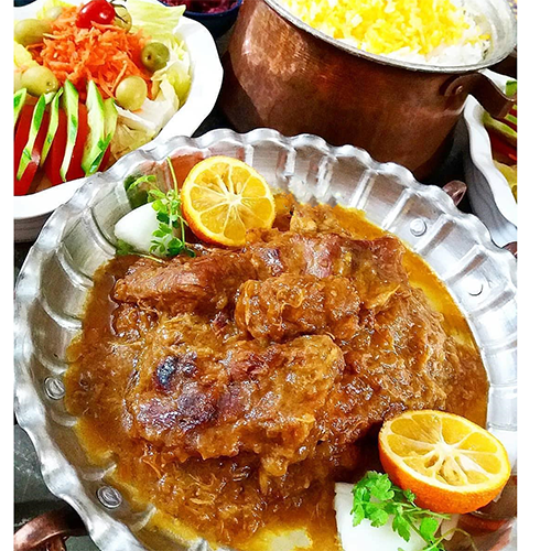 طرز تهیه خورش یخنی با گوشت خوشمزه و مجلسی به روش درگزی