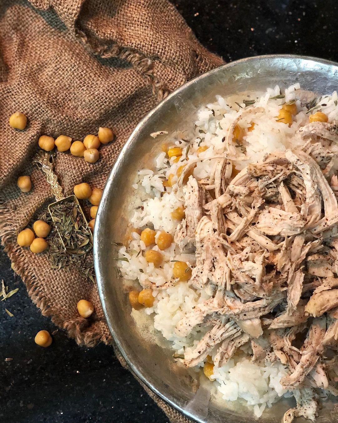 طرز تهیه نخود پلو با مرغ ریش ریش، غذای ترکیه ای خوشمزه و آسان