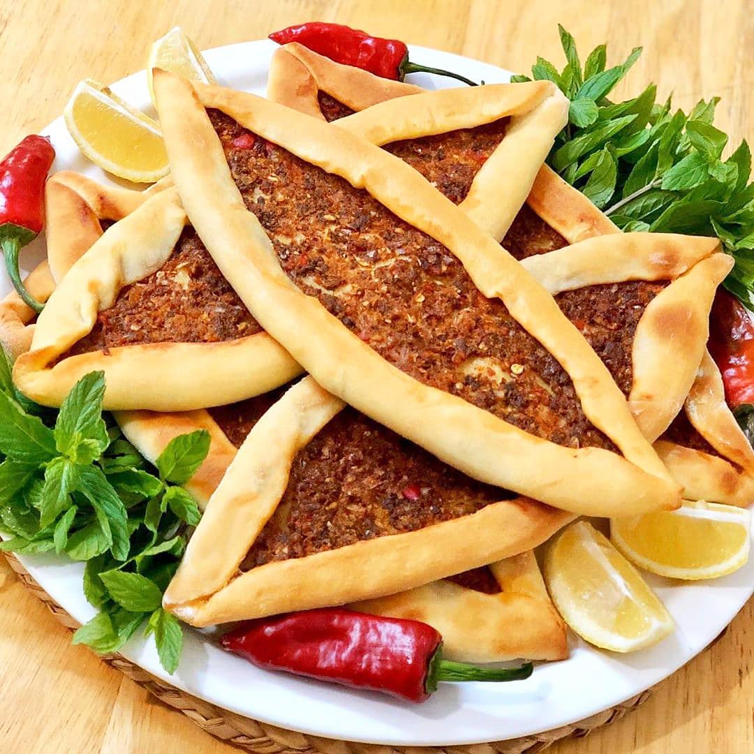 طرز تهیه پیده گوشت ساده و خوشمزه همراه با پنیر به روش ترکی