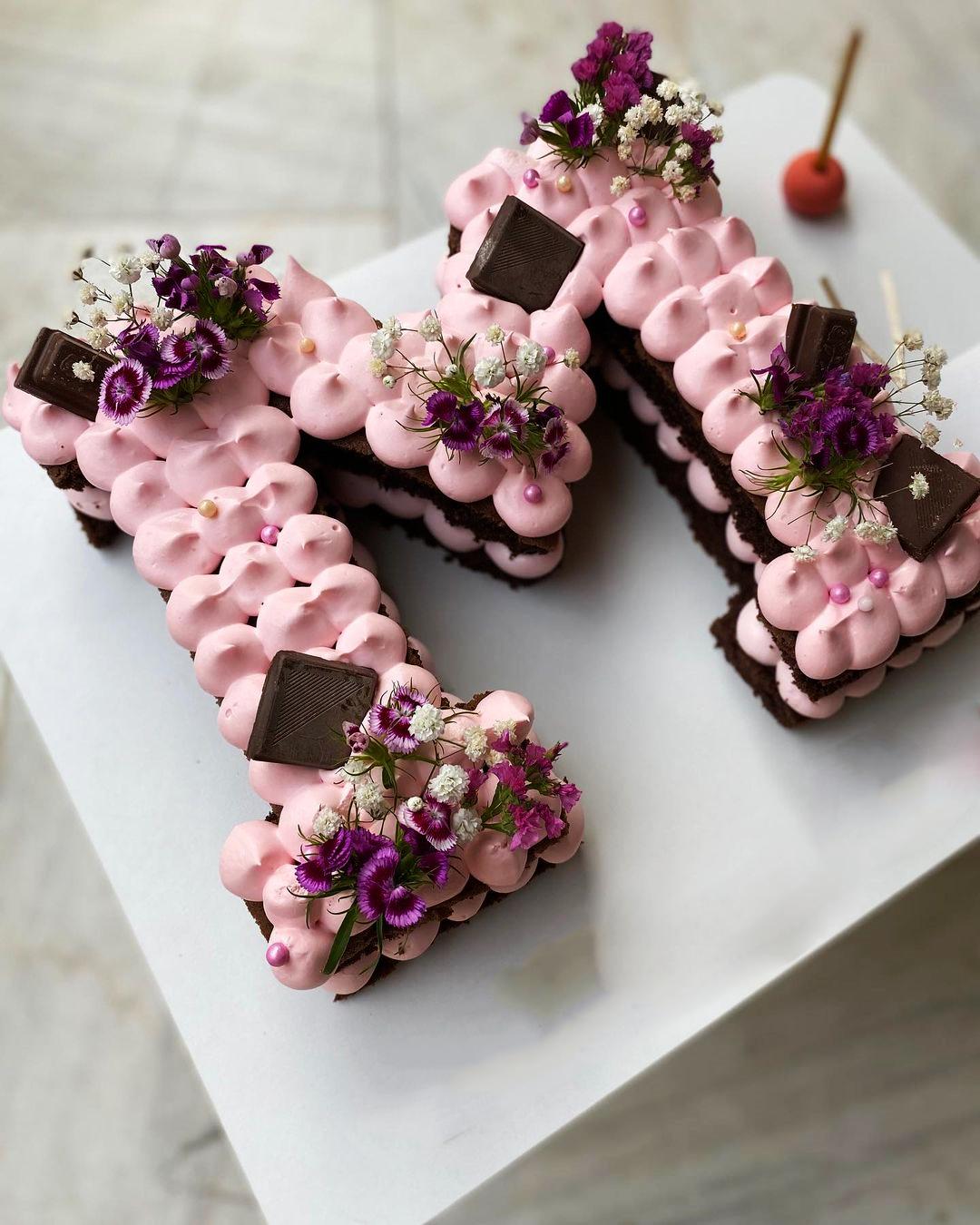 طرز تهیه سابله کیک خوشمزه و حرفه ای با موز و گردو با طرح دلخواه