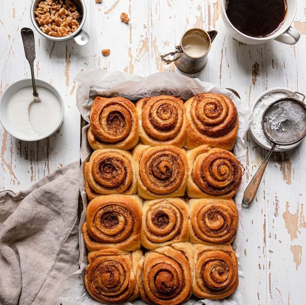 طرز تهیه شیرینی رول دارچینی خوشمزه و حرفه ای با دستور پخت ویژه