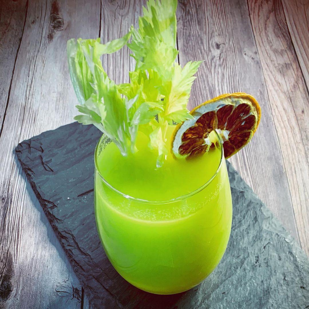 طرز تهیه آب کرفس و لیمو
