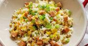 طرز تهیه برنج سرخ شده خوشمزه و ساده با سبزیجات و فیله مرغ