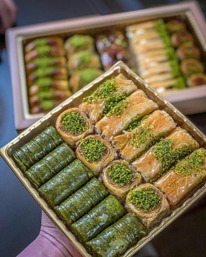 طرز تهیه باقلوای پسته خانگی خوشمزه و مجلسی با خمیر باقلوا آماده