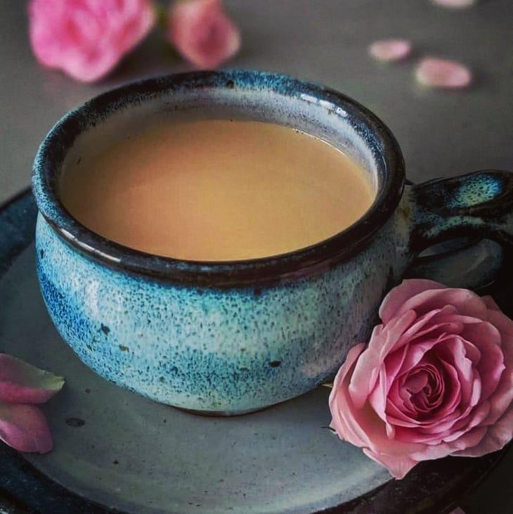 طرز تهیه چای هندی خوشمزه و پر خاصیت با زنجبیل و شیر به روش اصلی
