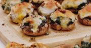 طرز تهیه دلمه قارچ خوشمزه و مجلسی با گوشت و پنیر پیتزا در فر