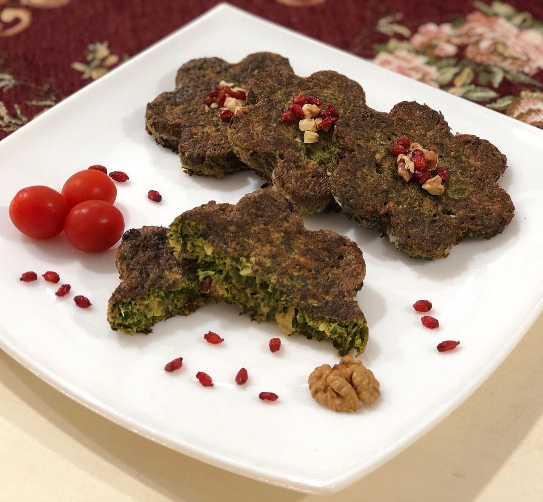 طرز تهیه کوکو سبزی قالبی خوشمزه و عالی و مجلسی در ماهیتابه