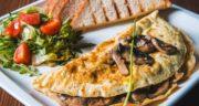 طرز تهیه املت قارچ ساده و خوشمزه مناسب برای صبحانه و شام
