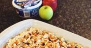 طرز تهیه دسر سالاد سیب کاراملی خوشمزه و متفاوت با خامه و شکلات