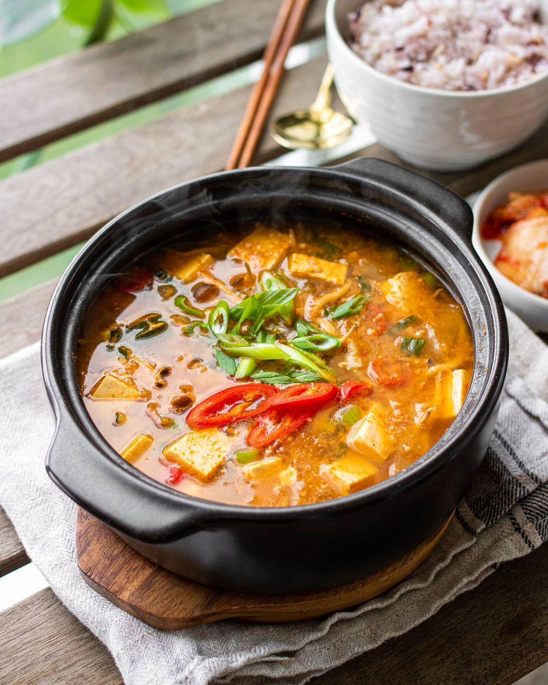 طرز تهیه سوپ وگان [گیاهی] خوشمزه و سالم با جو، برنج و سبزیجات