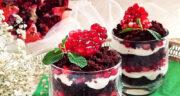 طرز تهیه ترایفل انار خوشمزه و مجلسی با کیک شکلاتی ویژه شب یلدا