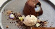 طرز تهیه شکلات فاندانت خوشمزه و ساده با بستنی وانیلی