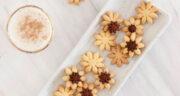طرز تهیه شیرینی گل مینا خانگی خوشمزه بدون پودر کاسترد
