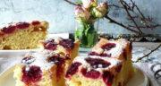 طرز تهیه کیک آلبالو خانگی ساده و خوشمزه با ماست مرحله به مرحله