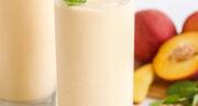 طرز تهیه اسموتی هلو با زردآلو و موز و انبه و شیر و بستنی
