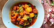 طرز تهیه خورش سیب زمینی ساده و مجلسی با گوشت و مرغ و هویج
