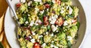 طرز تهیه سالاد کینوا ساده و رژیمی با اسفناج و پنیر و سبزیجات