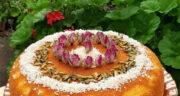 طرز تهیه کیک گلاب و زعفران و هل ساده و خوشمزه با ماست بدون فر