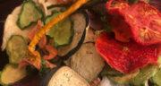 طرز تهیه چیپس سبزیجات سالم و خوشمزه با پنیر پیتزا در فر