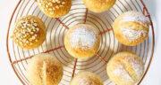 طرز تهیه نان لقمه ای خانگی فوری و ساده، نرم و پفکی بدون فر