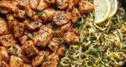 طرز تهیه نودل ساده، فوری و خوشمزه با مرغ و سبزیجات و سس سویا