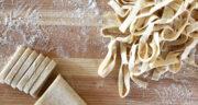 طرز تهیه خمیر پاستا ایتالیایی خانگی ساده با آرد گندم و تخم مرغ