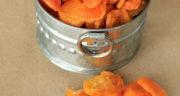 طرز تهیه برگه زردآلو خانگی خوشمزه به روش بازاری بدون فر