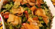 طرز تهیه سالاد فتوش لبنانی اصل خوشمزه با نان پیتا و سس مخصوص