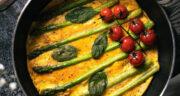 طرز تهیه املت مارچوبه و گوجه خوشمزه و آسان مرحله به مرحله