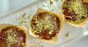 طرز تهیه کاپ کیک خرما ساده و خوشمزه با گردو و هل و دارچین