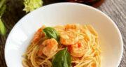 طرز تهیه پاستا با میگو و قارچ و پنیر ایتالیایی خوشمزه و آسان