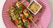طرز تهیه کباب ساتای مرغ مزه دار شده با سس مخصوص بادام زمینی